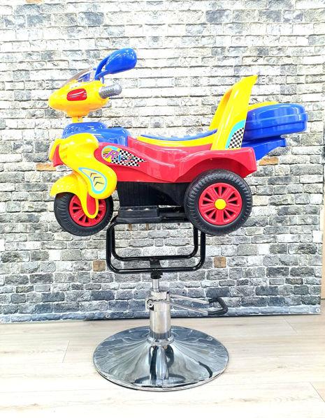 מכונית במבי עם בסיס גז וגלגלים